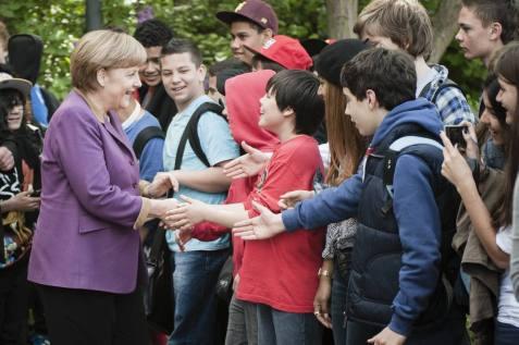 12_Begruessung_der_Jugendlichen_an_der_Friedensburg-Oberschule_in_Berlin